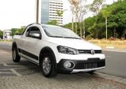 Volkswagen_Saveiro_Cross_2015_branco_01