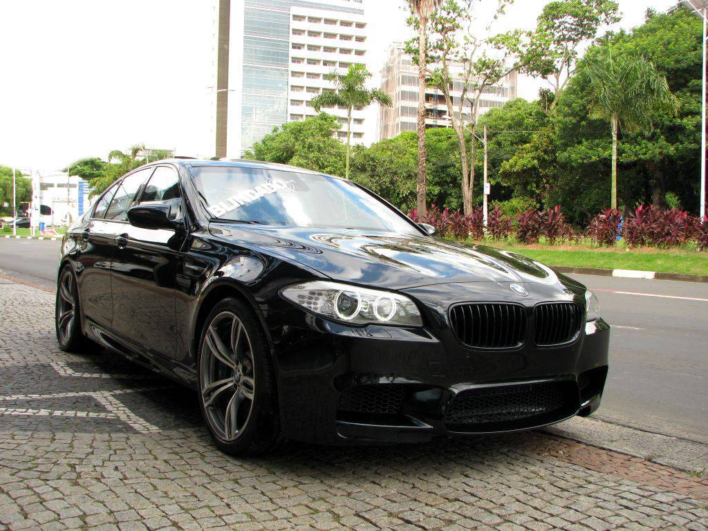 BMW_M5_preta_2013_gradepreto_01