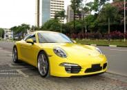 Porsche_911_carrera4S_2014_amarela_01