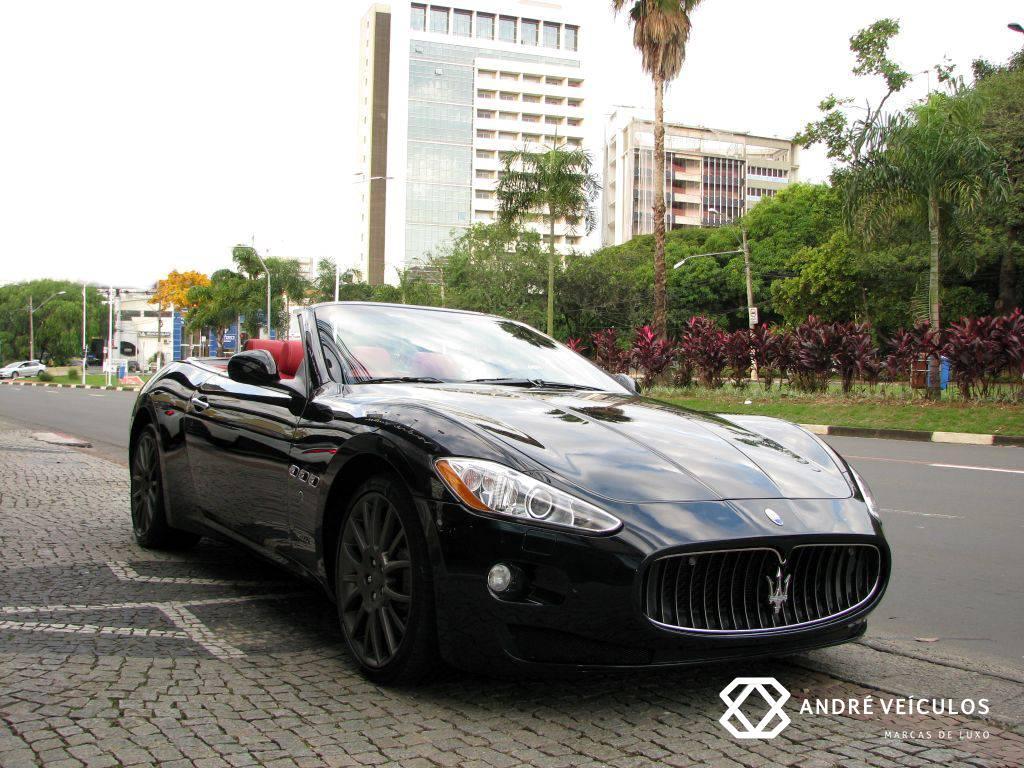 Maserati_GranCabrio_2011_preto_01