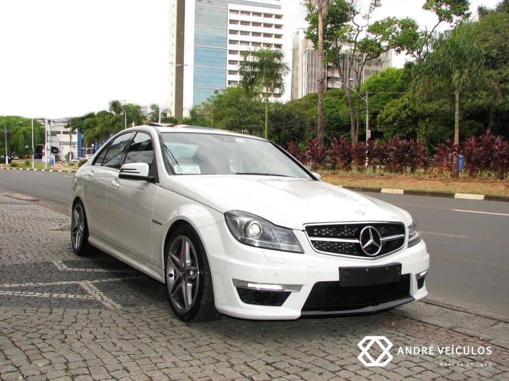 MercedesBenz_C63_AMG_2012_branco_InteriorVermelho_01