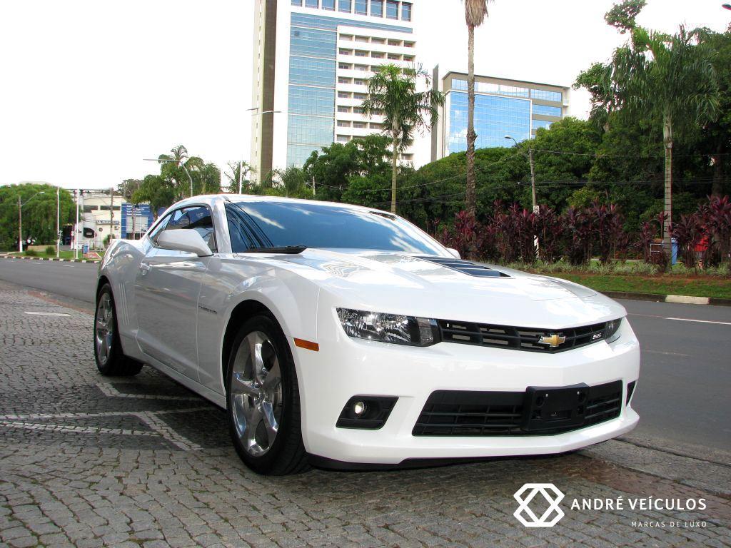 Chevrolet_Camaro_SS_branco_2015_01