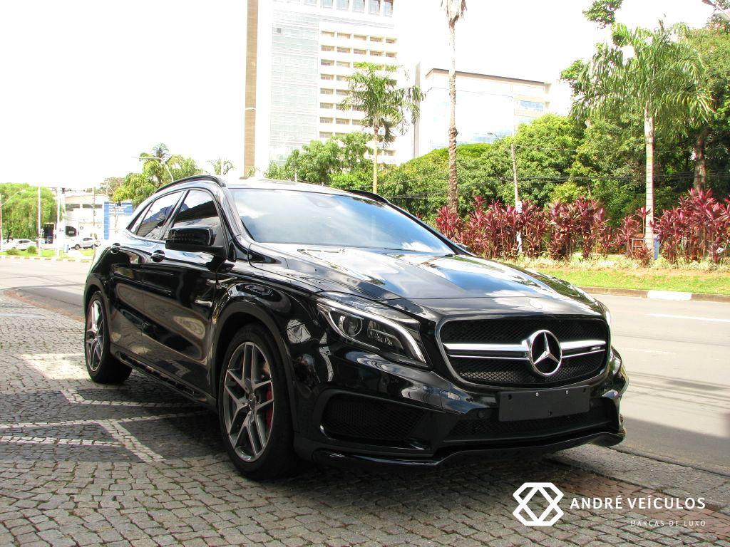 MercedesBenz_GLA_45_AMG_2015_preto_01