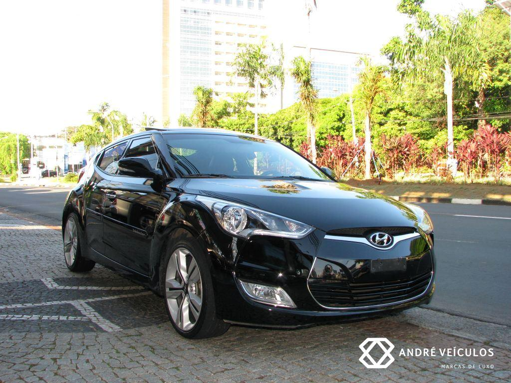 Hyundai_Veloster_2013_teto_preto_01