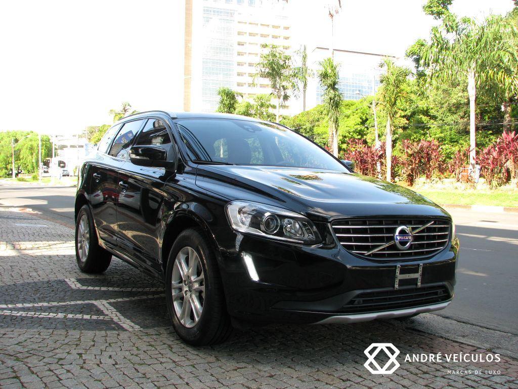 Volvo_XC60_Momentum_2016_preto_01