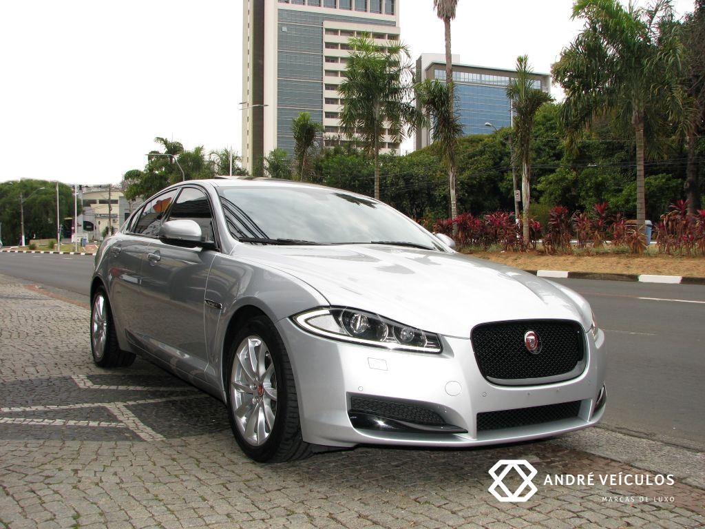 Jaguar_XF_Premium_Luxury_2015_prata_01