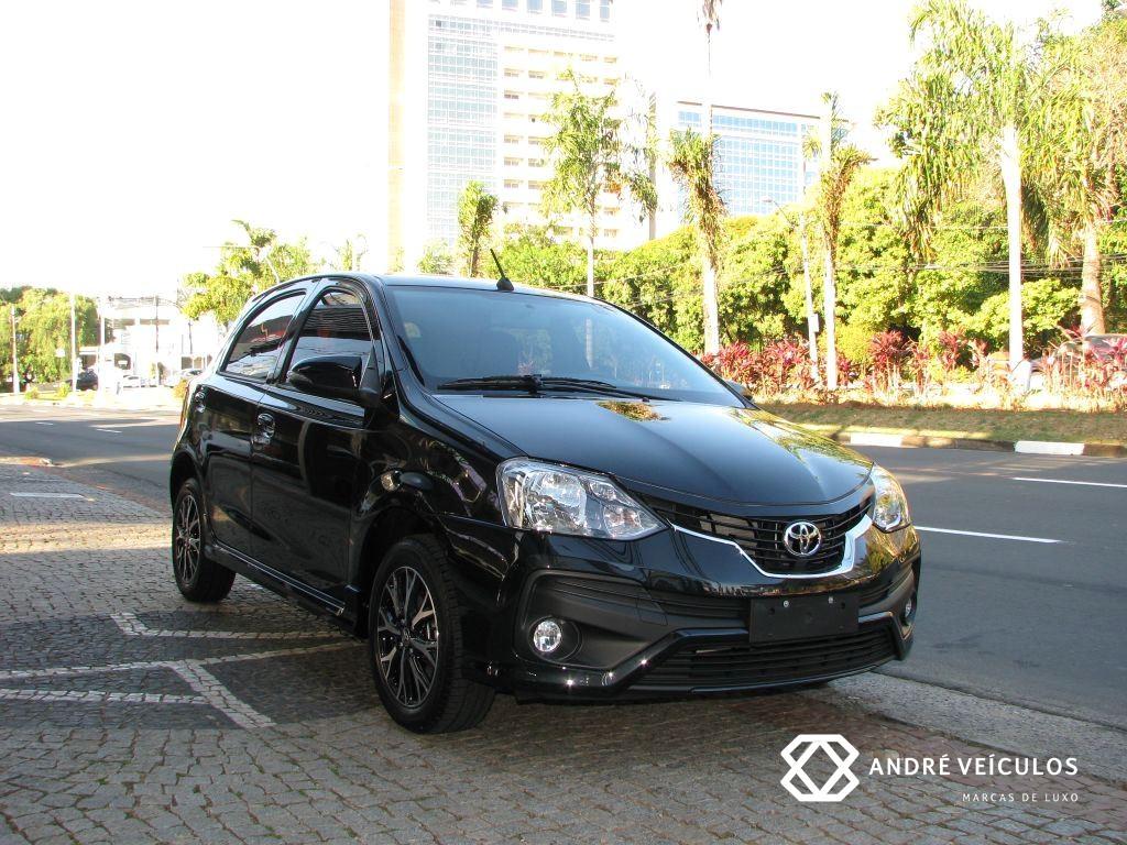 Toyota_Etios_Platinum_2018_preto_01