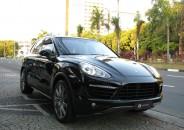 Porsche_Cayenne_Turbo_2011_preto_01