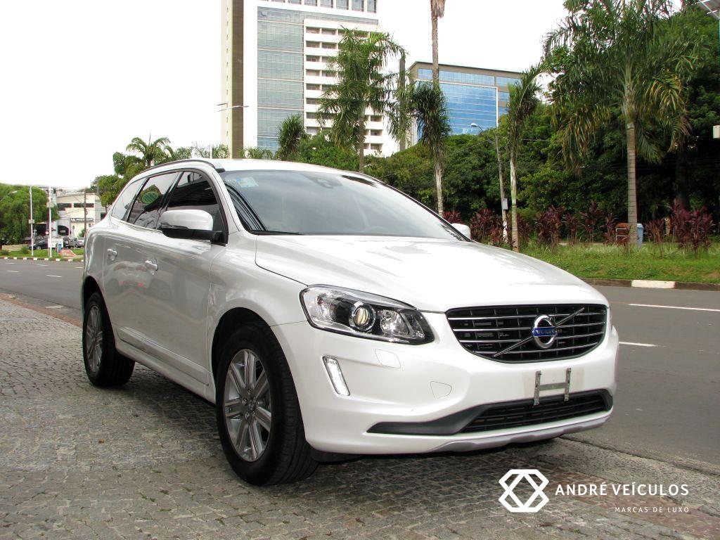Volvo_XC60_Kinetic_D5_2017_branco_01